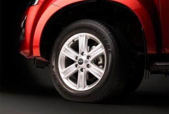 dmax-exterior-18-inch-alloy-wheels