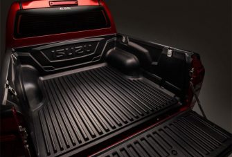 dmax-exterior-large-cargo-bed-with-bedliner
